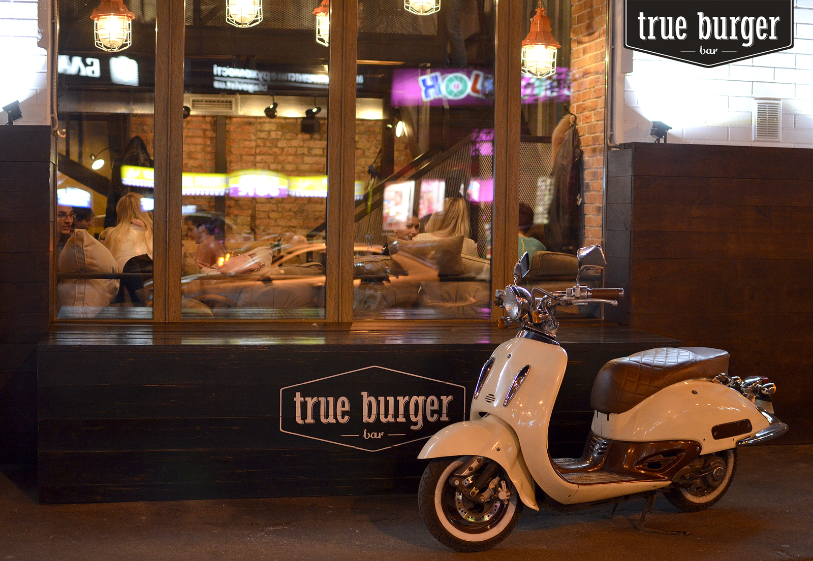 true-burger-bar-krepkaya-muzhskaya-druzhba-1