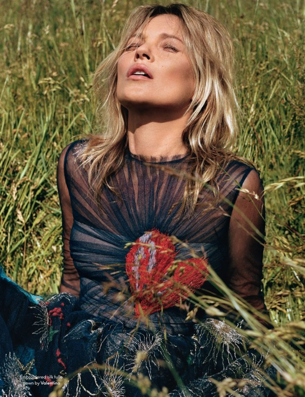 Alasdair-McLellan-shoots-Kate-Moss-for-the-F_W-2014-issue-of-AnOther-Magazined