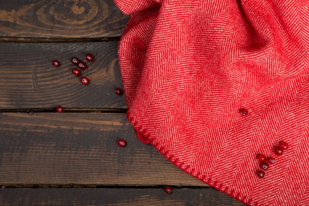 woolkrafts-cranberry-on-wood