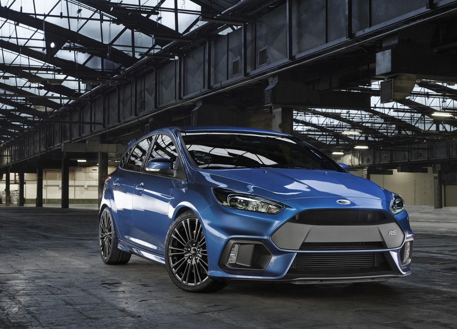 FordFocusRS-official-2